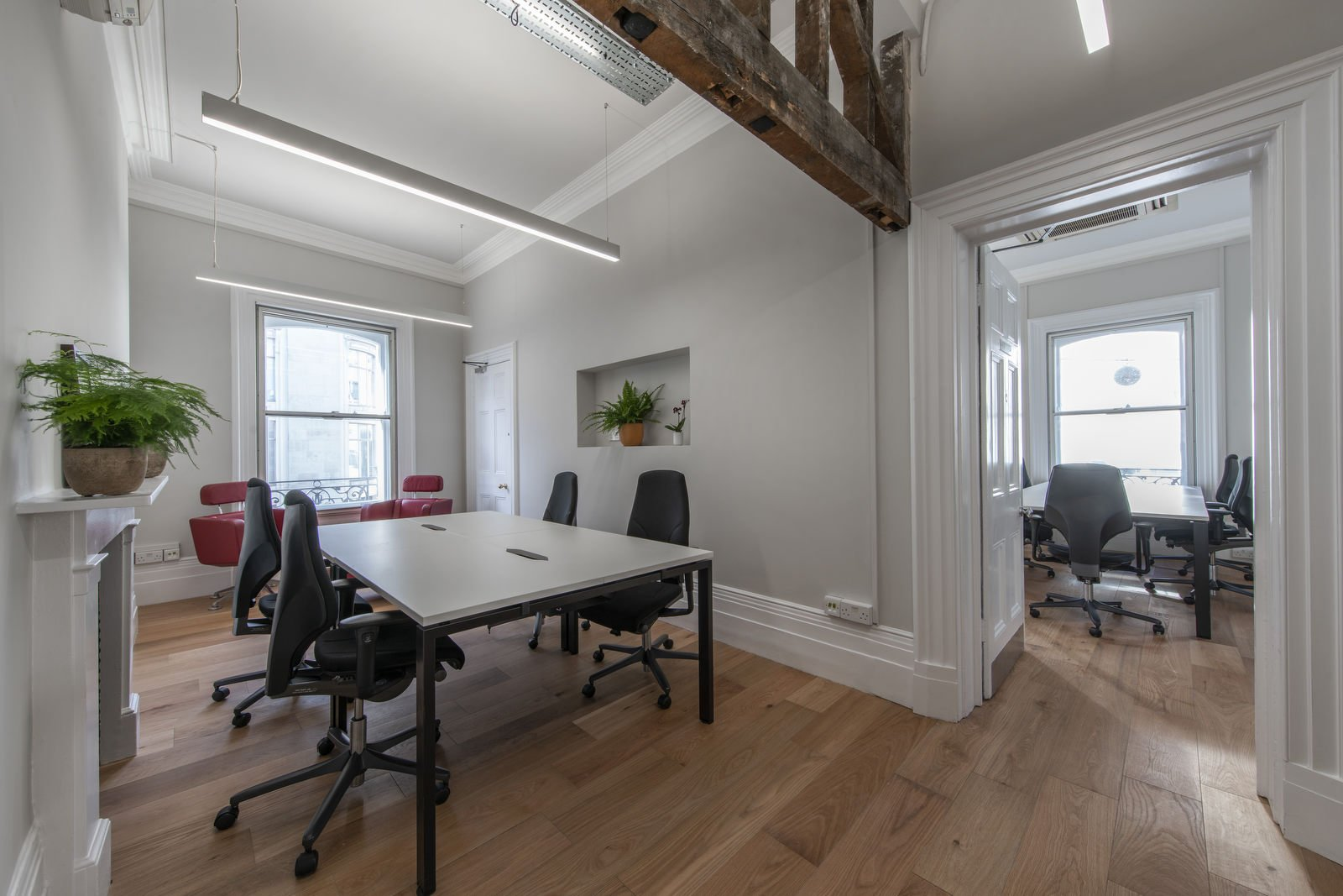 Renting small office spaces in Mayfair London